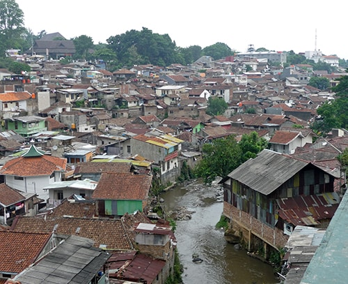 The long-established Tamansari slum in central Bandung provides good accessibility to services, shopping and employment, as well as being a source of affordable housing. This compact urban form makes it attractive for many of its residents.