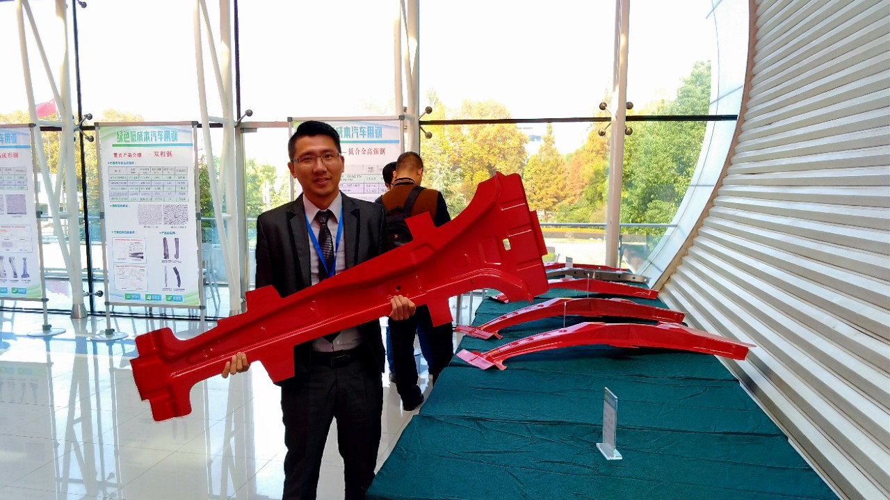 Dr Yi-Sheng Chen with an automotive component made of steel