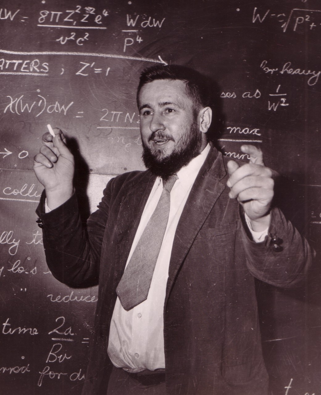 Harry Messel teaching in the classroom
