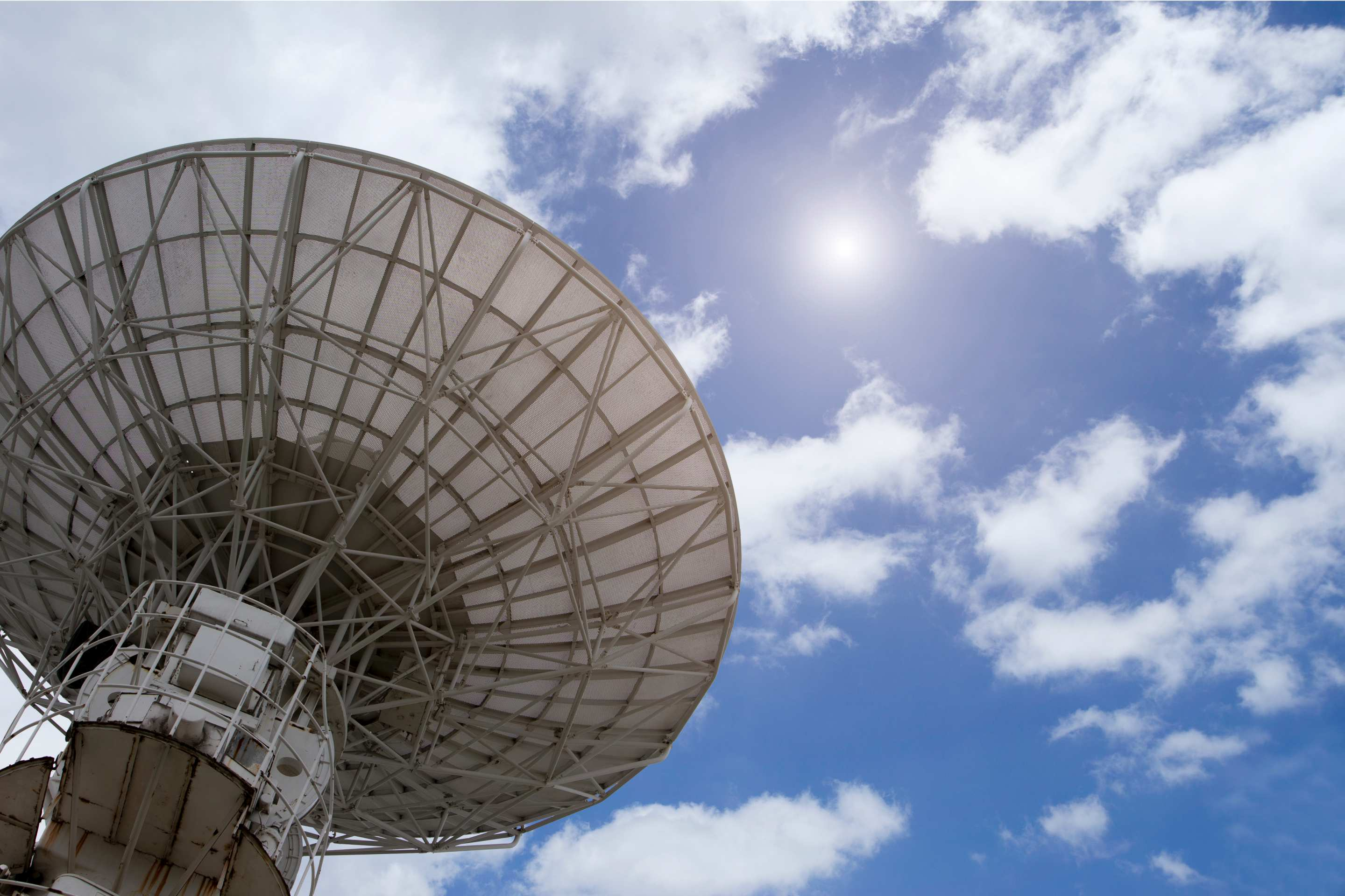 A radio antenna pointed at the sky. Image: Tony Yao/iStock