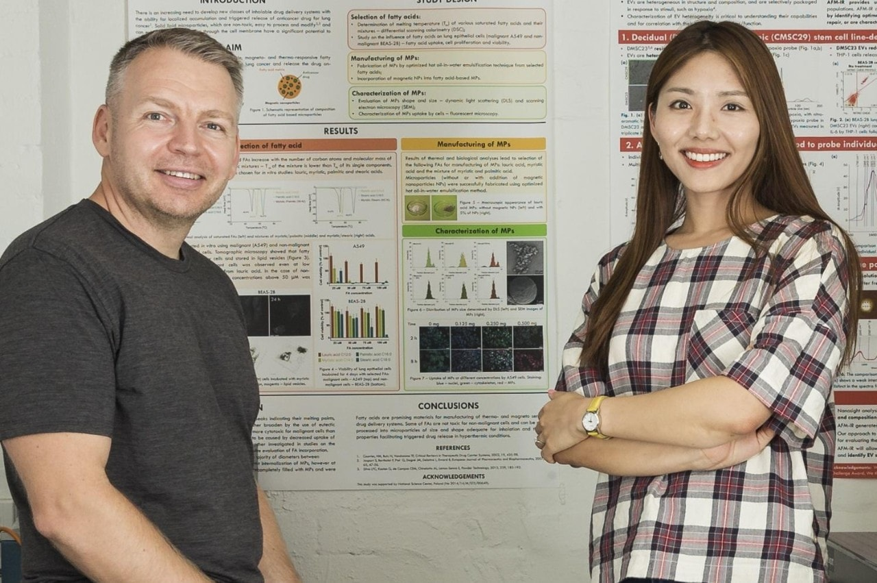 Associate Professor Wojciech Chrzanowski and Sally Yunsun Kim, Sydney Nano researchers in the Faculty of Pharmacy. Photo by Louise Cooper/University of Sydney