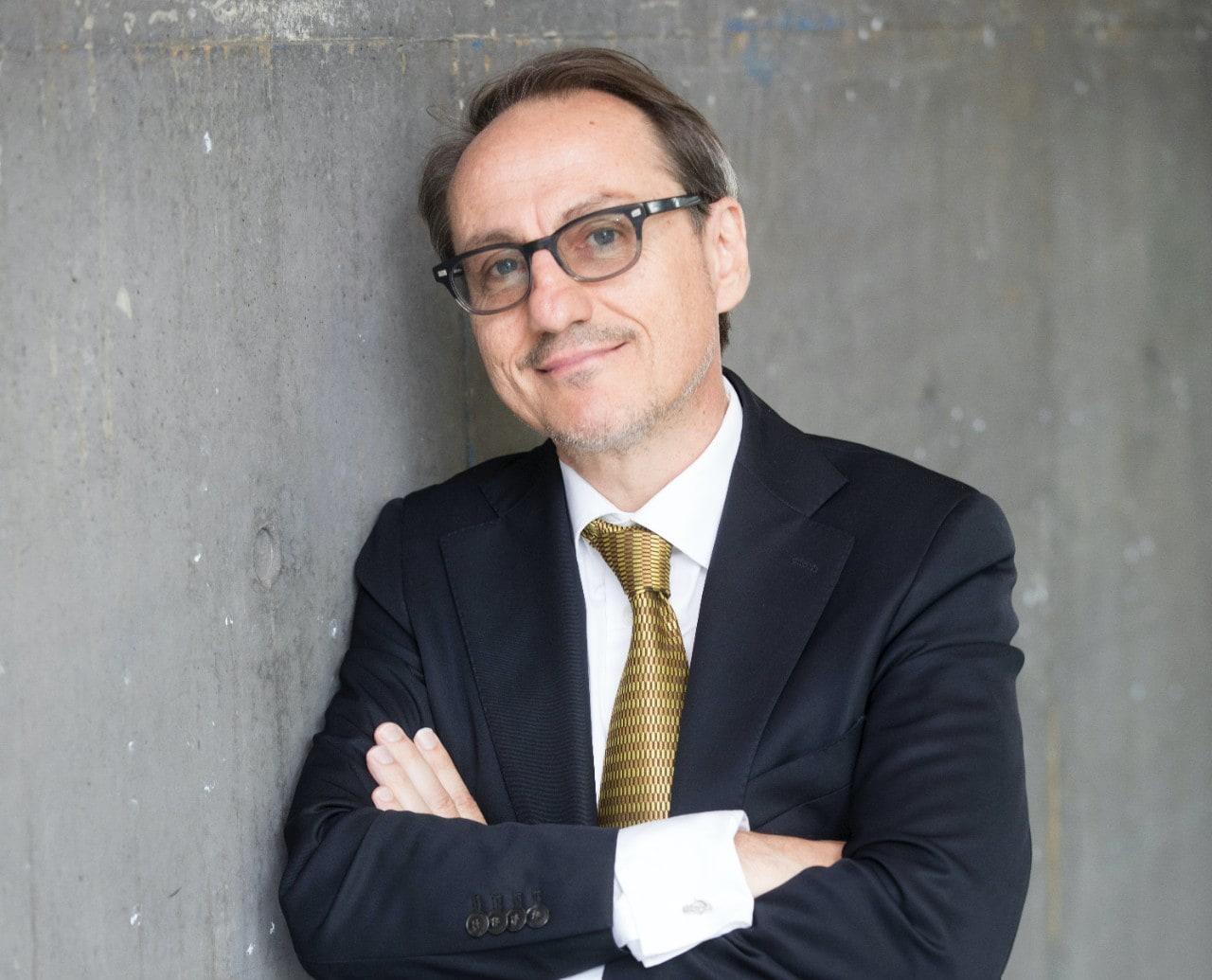 photo of Professor Simon Ringer