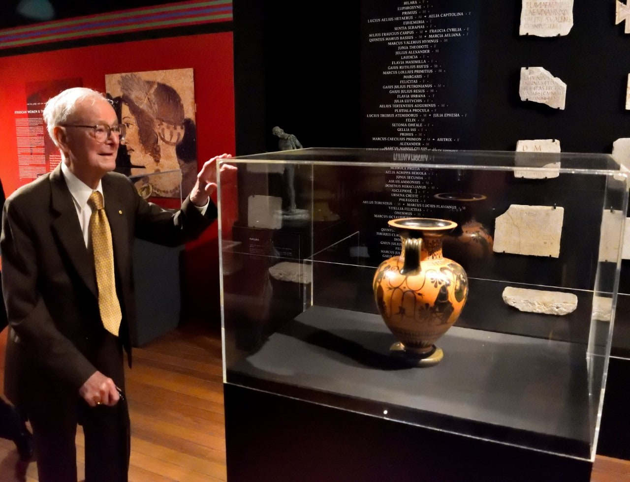Professor Alexander Cambitoglou: at the unveiling of the Cambitoglou Amphora in Nicholson Museum in 2018.
