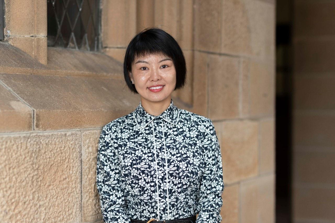 photo of female teacher Yongfei Lin in the university quadrangle