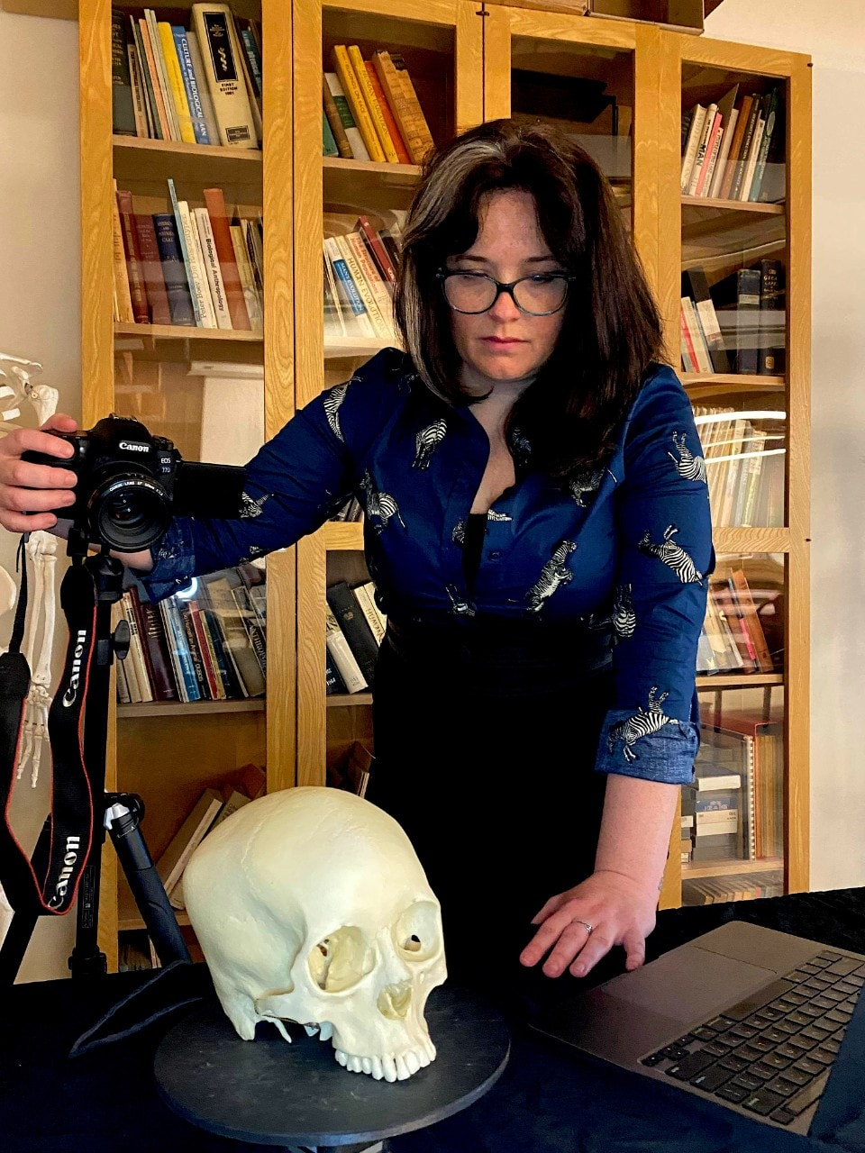 Photo of Dr Plomp capturing 3D landmark data using a microscribe digitising arm. It looks like she it taking a photo of a skull.