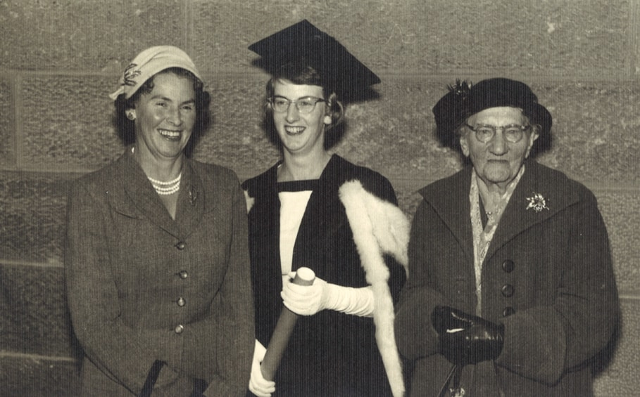 Anne Thomson (centre), her mother Marjorie James (left), and grandmother Amy Hodgkins.