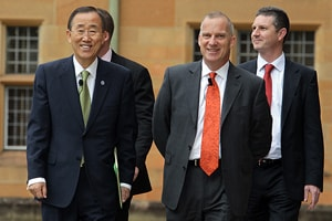 Vice-Chancellor Michael Spence walking with UN Secretary-General Ban Ki-moon