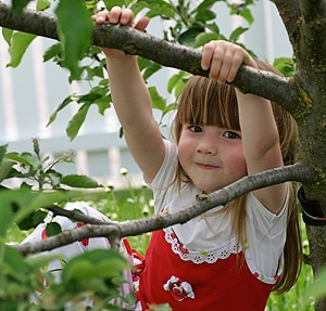 Experts are learning more and more about the benefits of outdoor play for children.