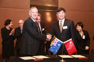 Vice-Chancellor Michael Spence with Huang Haotao, Secretary General of the Chinese Academy of Social Sciences