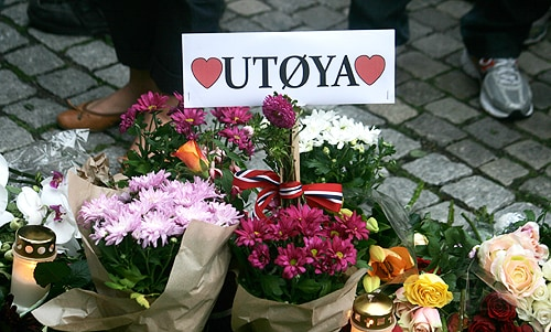 A memorial message outside Oslo Cathedral for the Utoya victims. [Image: Flickr/Rødt Nytt]