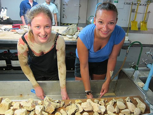 University of Sydney student Louise Nott and University of Hamburg student Daniela Wolf cleaning rocks that came from a dredge off the Rennell Island Ridge. Louise found a very effective sunburn cure in deep sea mud.