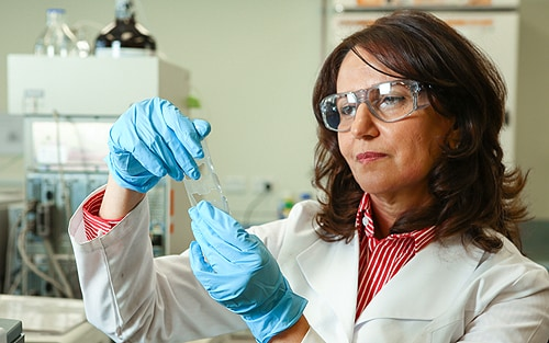 "Associate Professor Fariba Dehghani: ""The clean technologies we develop will make it possible to produce environmentally friendly plastics."""