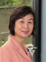 Associate Professor Linda Tsung