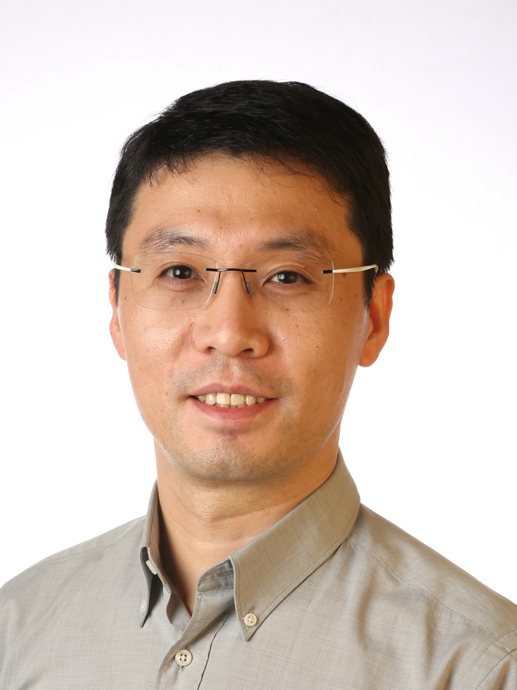 Associate Professor Rongkun Zheng