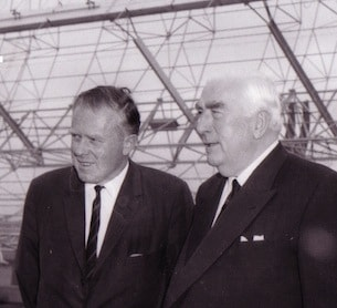 Prof. Bernie Mills & Sir Robert Menzies at the Mills Cross
