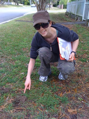 Alexandra Carthey points out distinctive bandicoot diggings in suburban grounds. The study suggests that bandicoots have come to fear dogs as predators and so avoid areas with dogs.